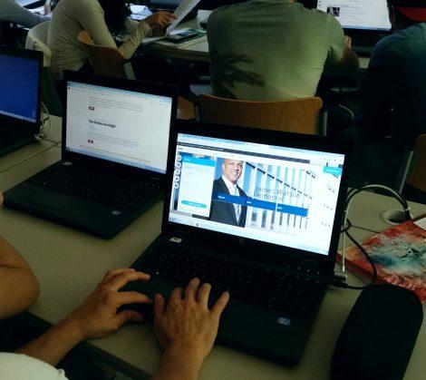 Schüler beim Erstellen einer Webseite